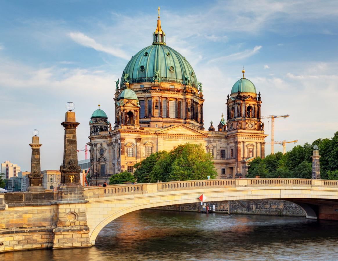 В Германии есть ряд крупных бизнес-центров, включая Берлин, Франкфурт, Мюнхен и Гамбург