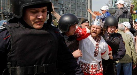 Всего было задержано около 1600 человек в 20 городах