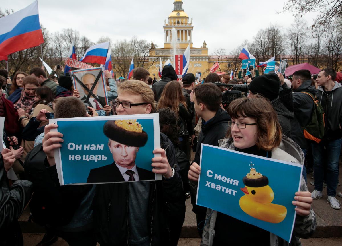 """В России прошли общенациональные митинги """"Он нам не царь"""""""