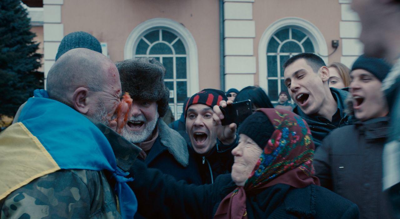 Кадр из фильма «Донбасс»