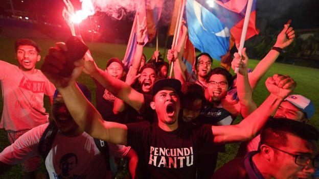Сторонники Махатхира отметили победу в Куала-Лумпуре