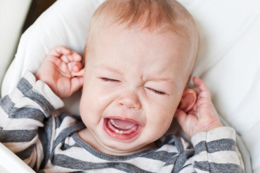 У малышей тоже может болеть голова, но у них это в большинстве случаев является симптомом какого-либо соматического заболевания