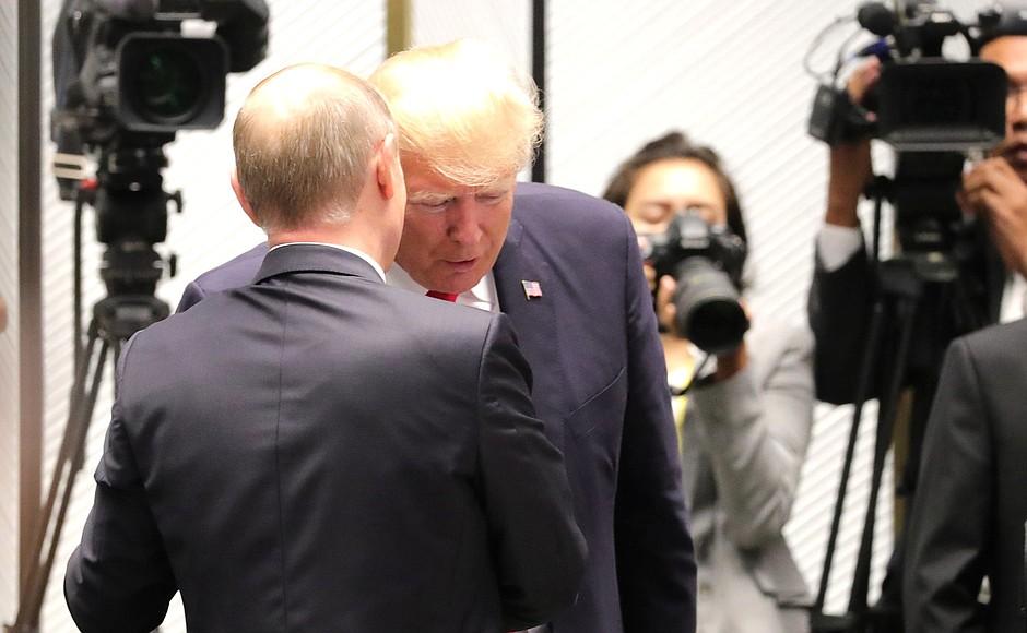 Российское руководство не давало пространных комментариев по поводу выхода Соединенных Штатов из «ядерной сделки» с Ираном, ограничившись официальным заявлением о том, что разочаровано таким решением