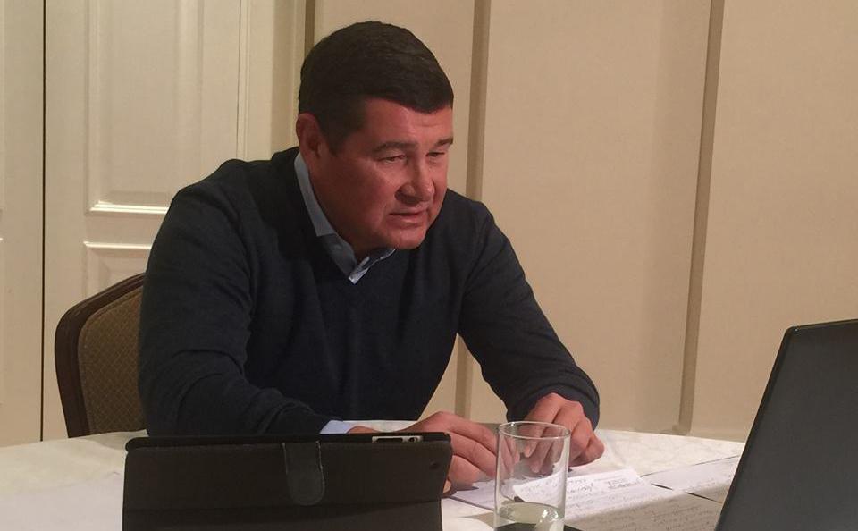 """Об этом Онищенко заявил в эксклюзивном комментарии Realist'y: """"Делу уже два года. Я дал им все показания, что они хотели. Но НАБУ только пиарится на этом, у них своя игра, поэтому и Холодницкого сбить хотели..."""""""