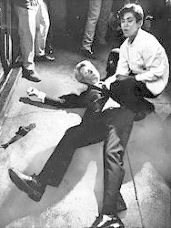 Роберт Кеннеди смертельно ранен