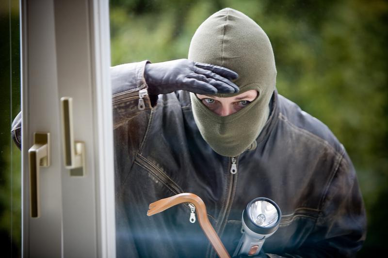 Если вор залез в дом и хозяин его обнаружил, то это – не основание для убийства вора