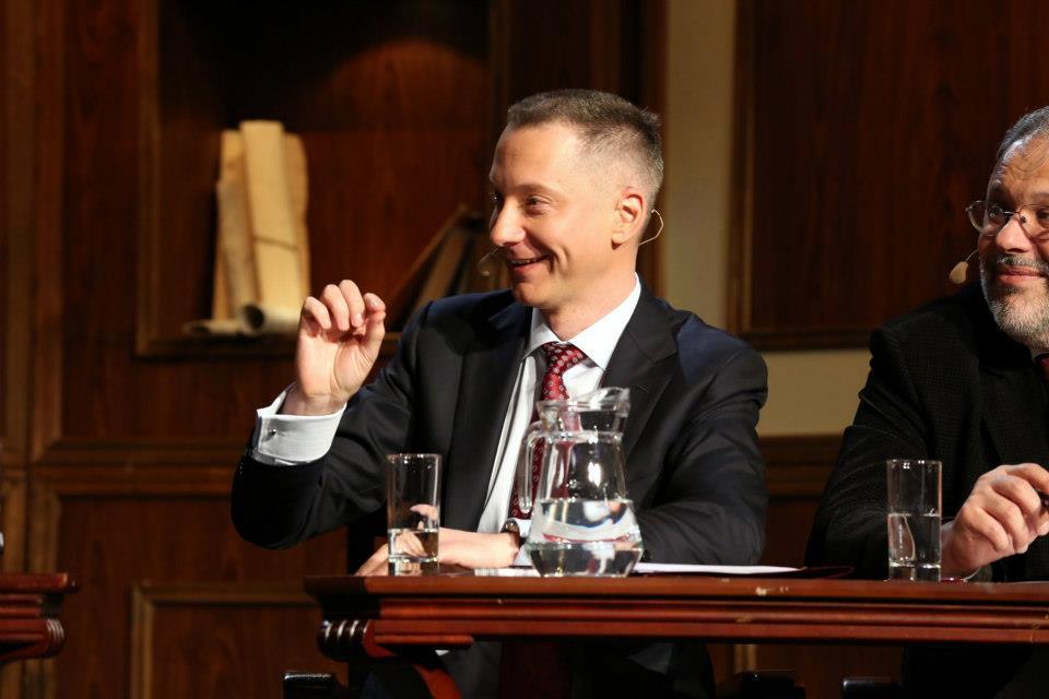 Как заявил Realist'у Власенко, Ложкин вовремя уходит от президента, чтобы избежать возможного уголовного преследования после избрания нового президента в 2019 году