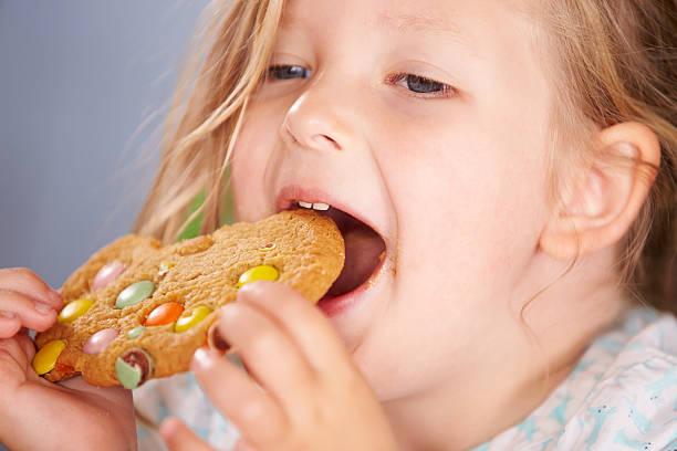 А у нас все крутится на теме верхушечки пирамиды: печеньки, бананчик, картошка фри и все запить пепси