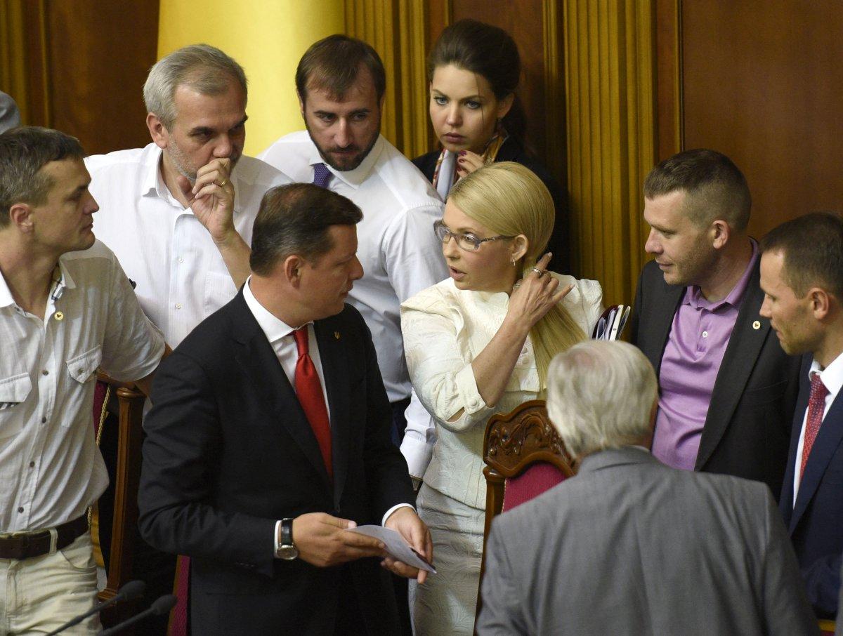 Сейчас по принципиальности позиции против продажи земли сельхозназначения Тимошенко может конкурировать с главным радикалом Олегом Ляшко