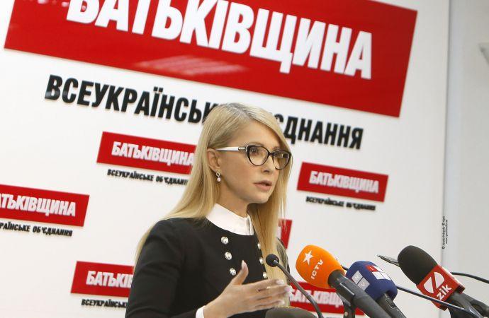 Сама Тимошенко, хоть и остается лидером президентской гонки, имеет значительный антирейтинг