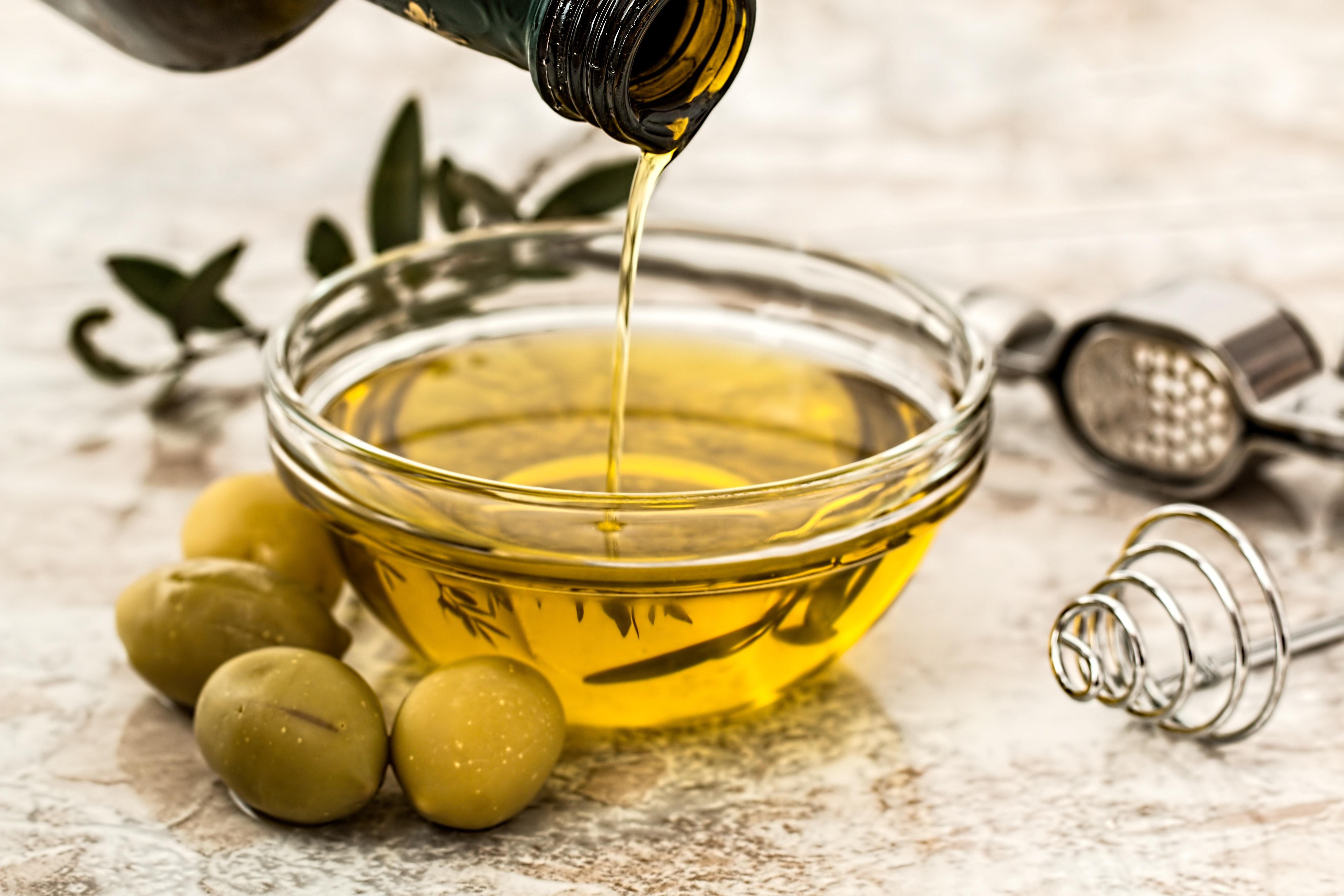 Нагрев  подсолнечного и льняного масел быстрее приводит к увеличению количества альдегидов, тогда как в оливковом масле они образуются медленнее