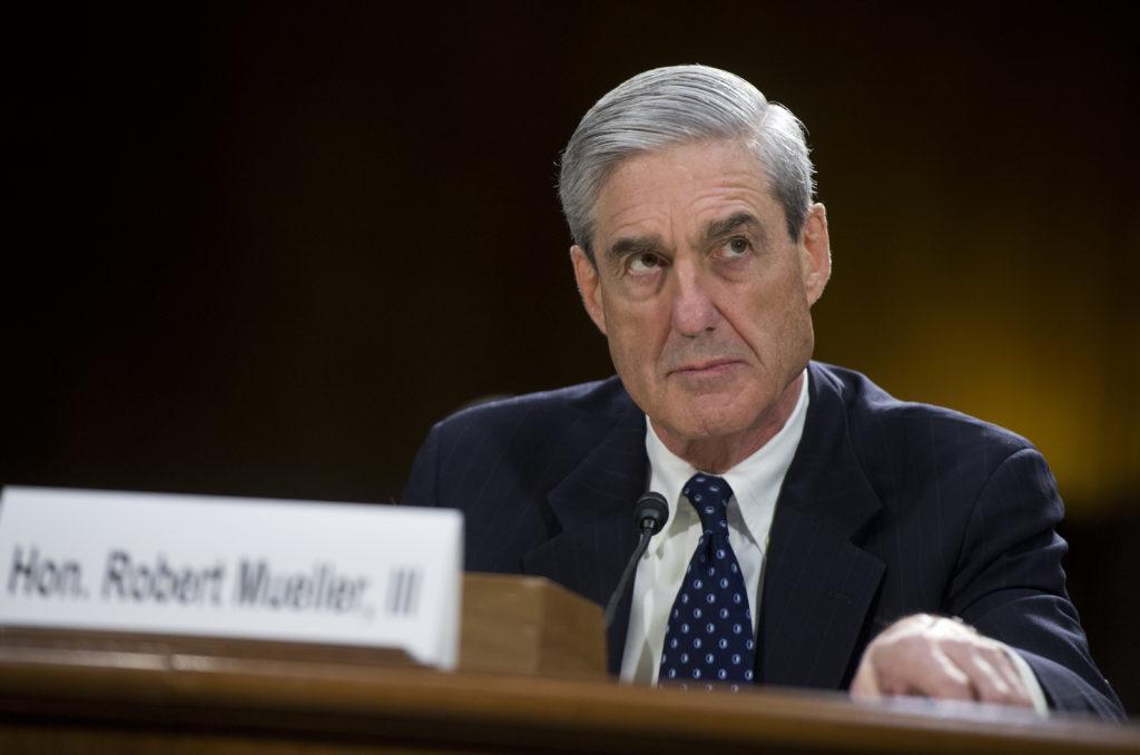 За три дня до встречи Трампа с Путиным спецпрокурор Робер Мюллер обнародовал имена 12 сотрудников ГРУ, которые, по версии следствия, осуществляли вмешательство в американские выборы 2016 года