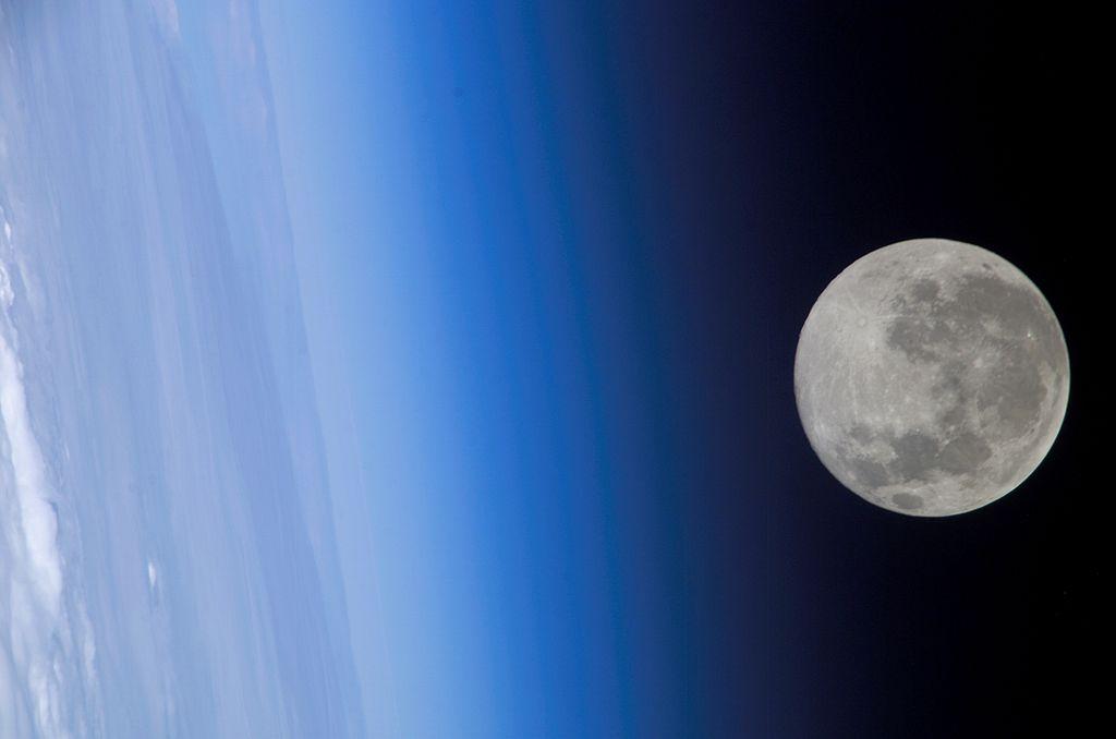 Луна с борта МКС / Wikipedia