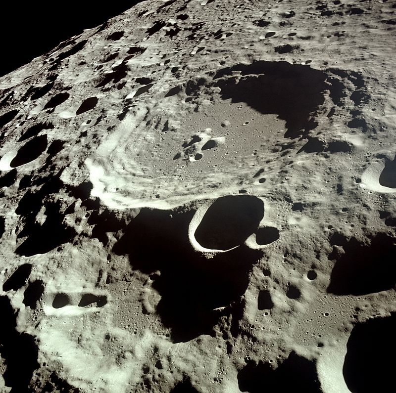 Лунный кратер Дедал / NASA / Wikipedia