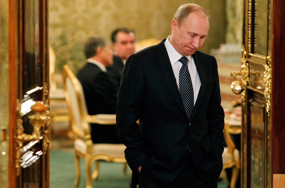 Путин выжидает возможности минимальными усилиями изменить направление украинской политики