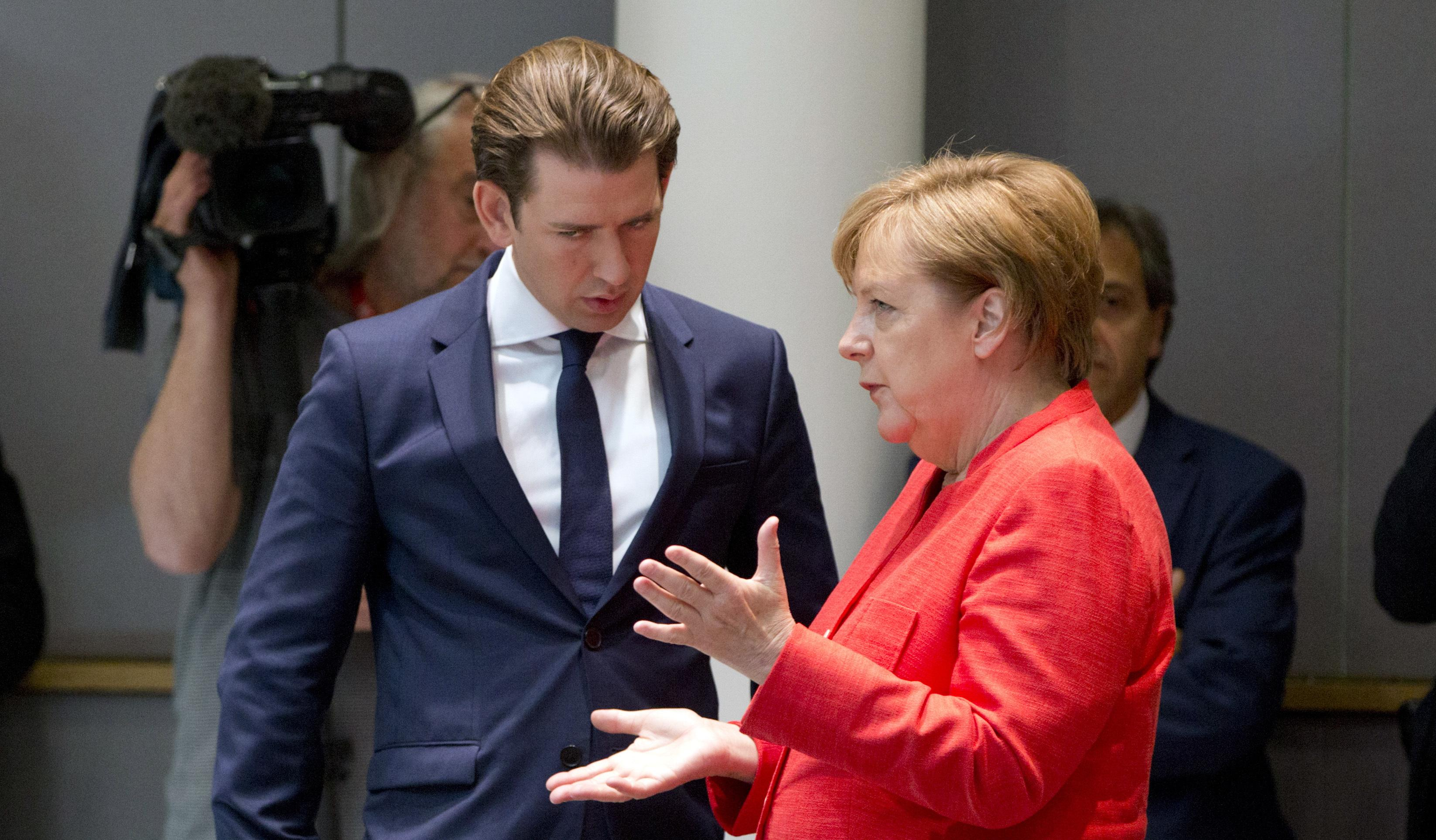 С Австрией Германия и без специальных соглашений договорилась высылать лиц, решение о статусе которых приняли австрийские власти (канцлеры Австрии и Германии Себастьян Курц и Ангела Меркель)