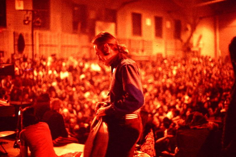 Тимоти Лири в Университете штата Нью-Йорк во время лекционного тура в 1969 году / Wikipedia