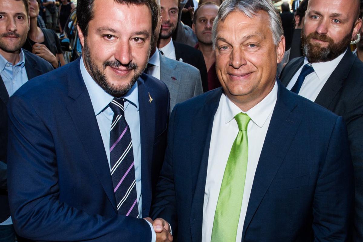 Премьер-министр Венгрии Виктор Орбан (справа) и министр внутренних дел Италии Маттео Сальвини