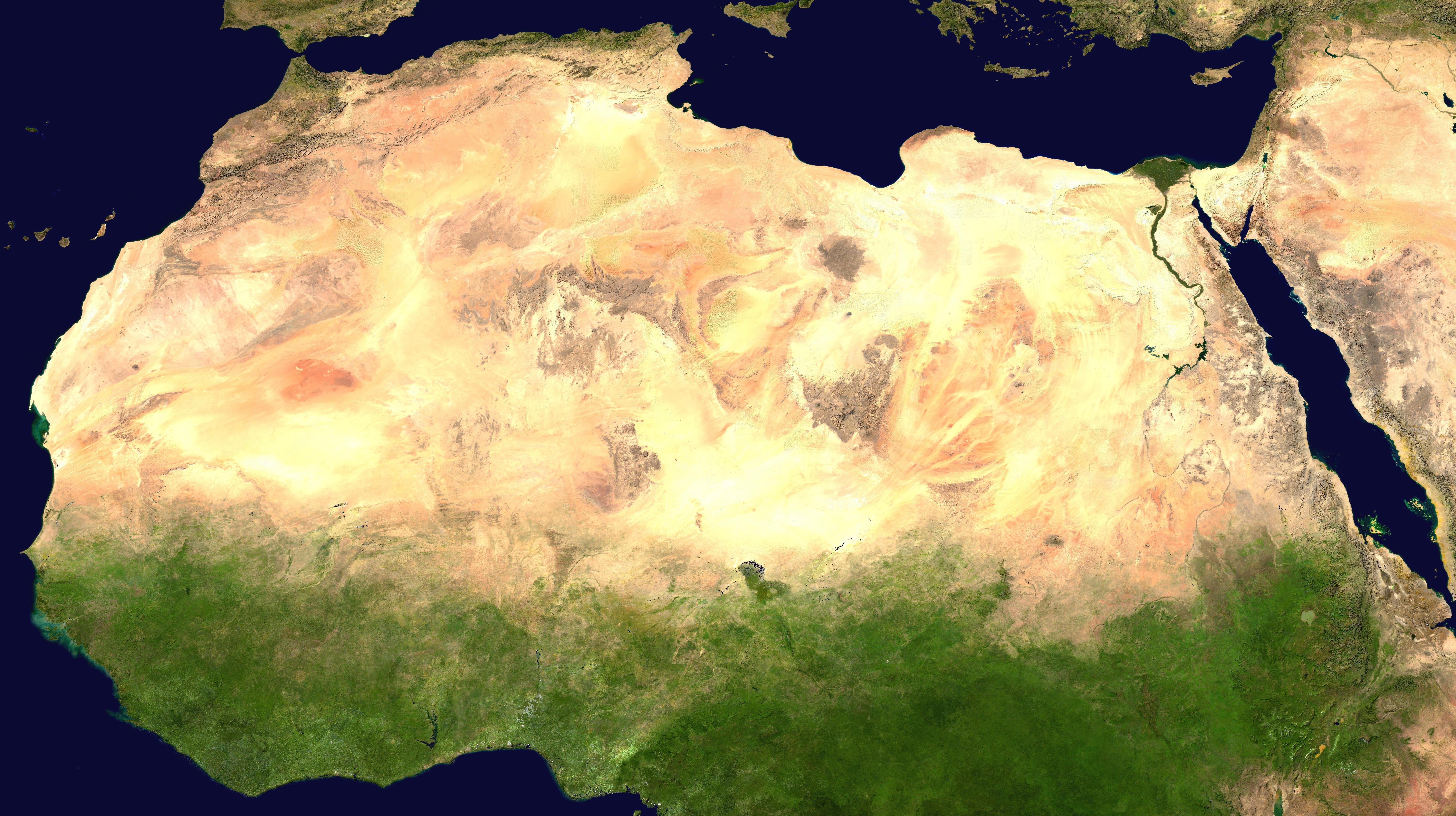 Пустыня Сахара - один из крупнейших регионов Земли. Ее преобразование с помощью солнечных и ветровых энергетических установок могло бы повлиять на весь мир / Wikimedia Commons