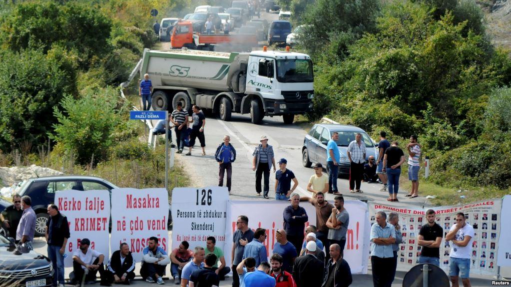 Косовские албанцы не пустили президента Сербии Вучича на переговоры с его косовским коллегой Тачи / Фото: Reuters