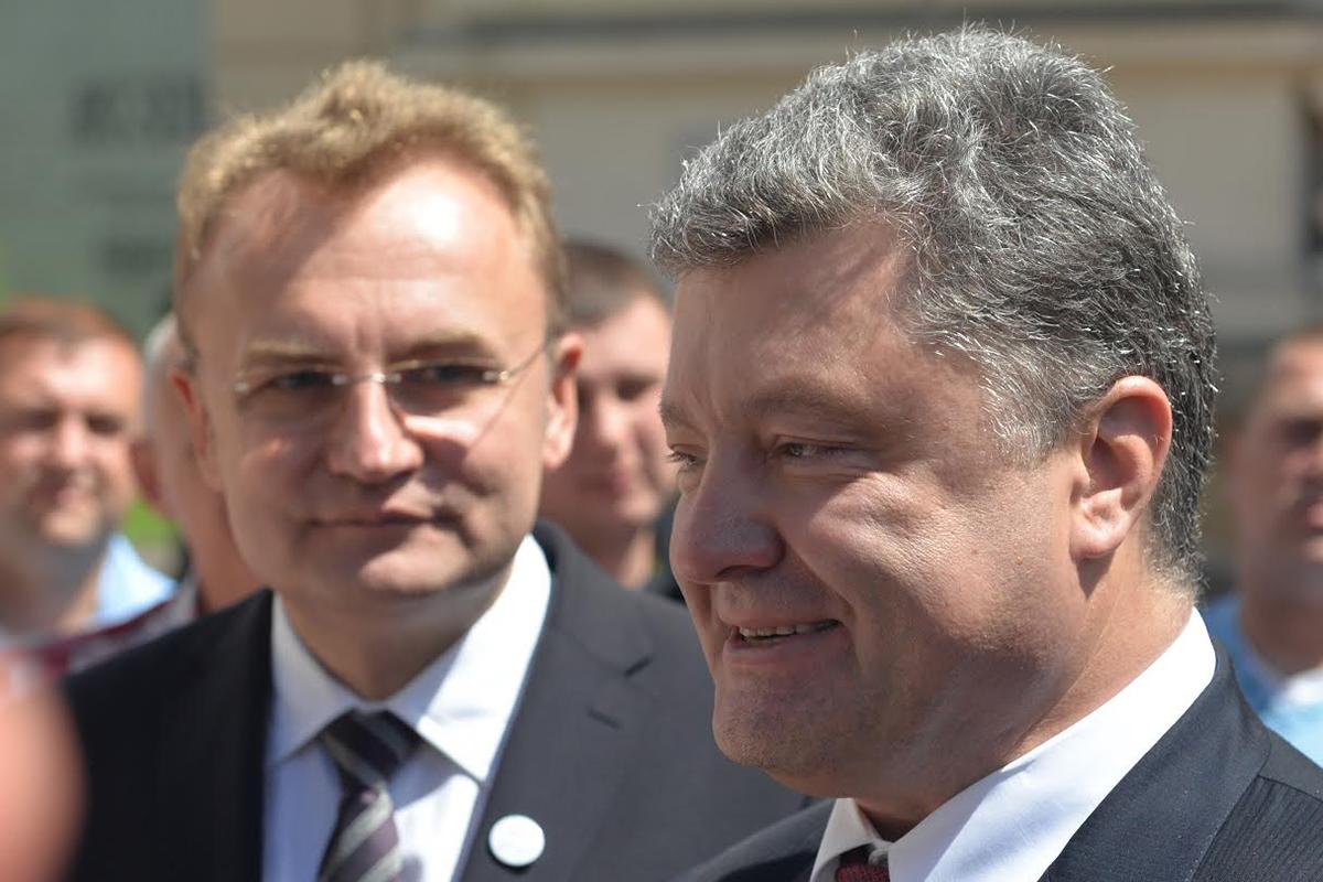 Андрей Садовой и Петр Порошенко неоднократно обменивались взаимными обвинениями в рамках борьбы за электорат