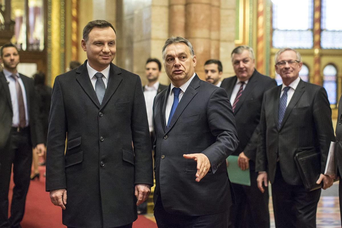 Лидеры Польши Андрей Дуда и Венгрии Виктор Орбан выступают в роли оппозиции официальному Брюсселю