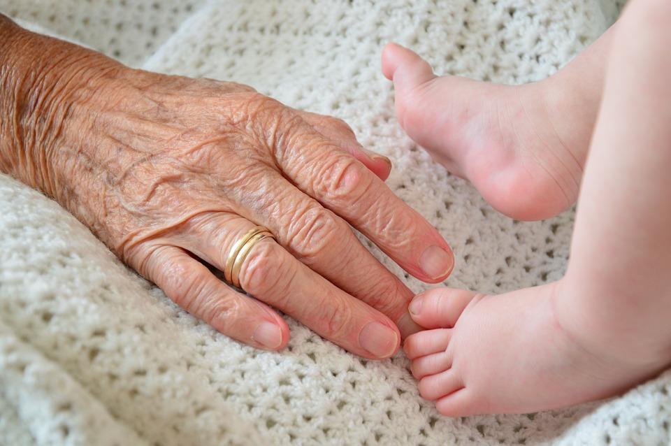 С середины 1960-х годов украинские женщины не рожали достаточно для того, чтобы поколение детей численно заместило поколение родителей