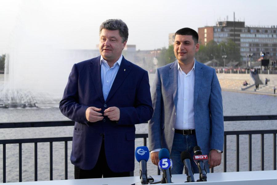 Продвинуть в кресло мэра Винницы молодого депутата горсовета Гройсмана помог Петр Порошенко, тогда секретарь СНБО