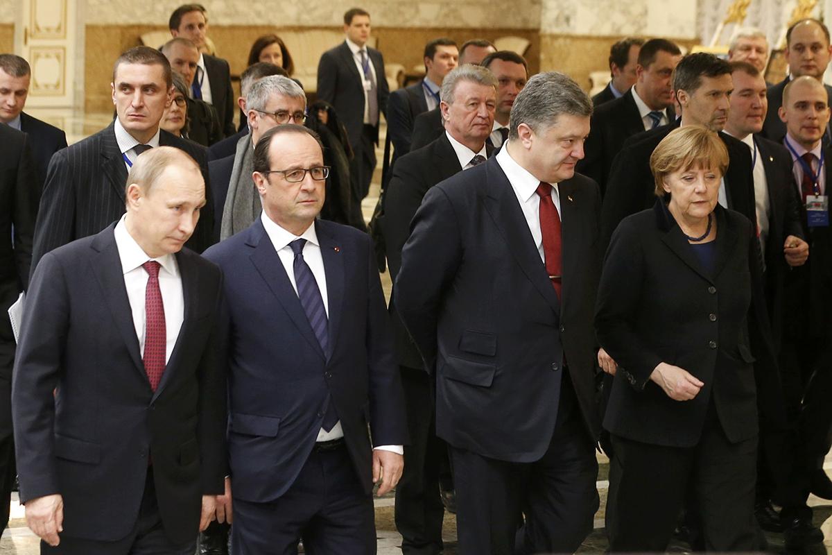 Либо ты - за вступление в ЕС и НАТО, либо ты - сателлит России, убежден президент Порошенко