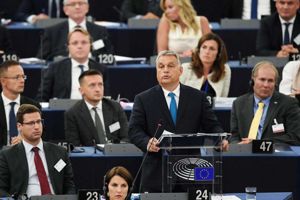 Виктор Орбан ранее заявил, что готов перед евродепутатами ответить на обвинения в нарушении демократических ценностей