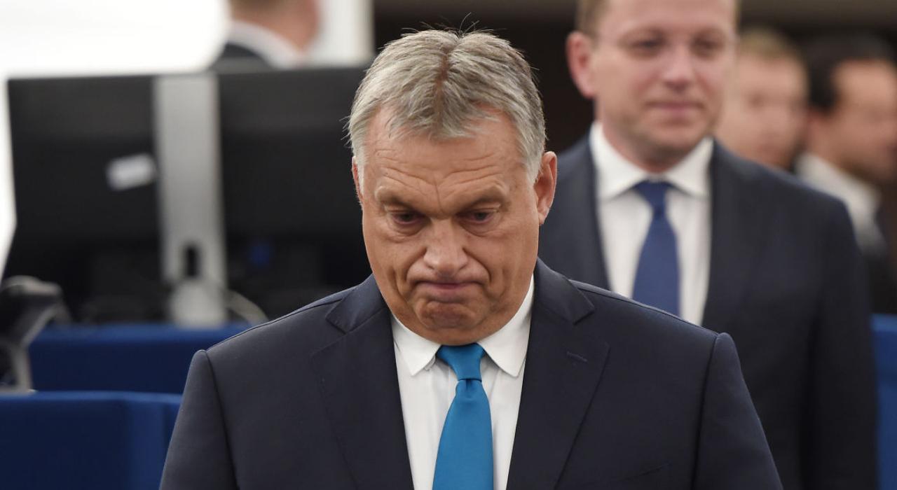 Премьер-министр Венгрии Виктор Орбан уверен, что нынешнее руководство ЕС в 2019 году будет сменится, потому что не защищает Европу от мигрантов