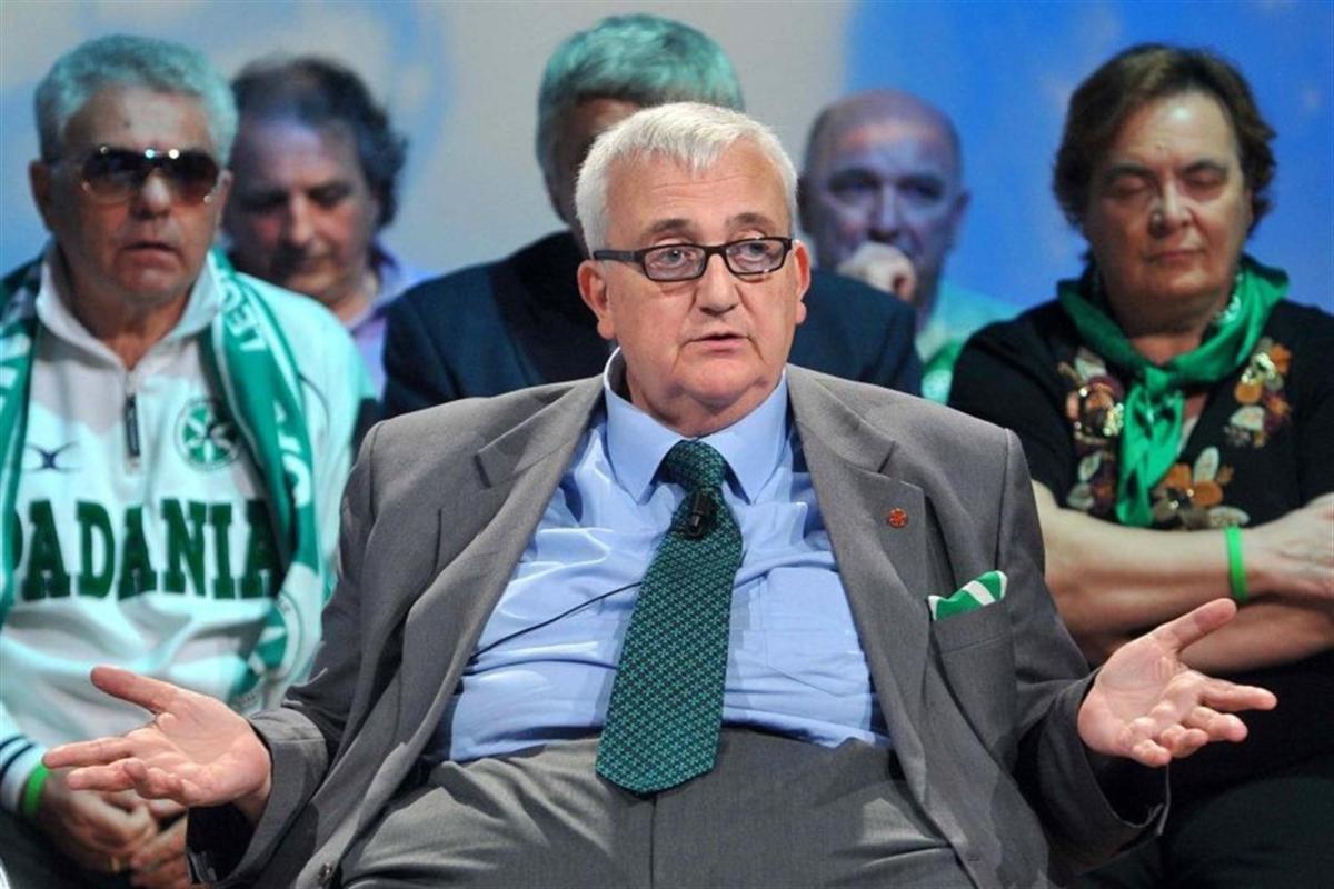 Депутат Европарламента Марио Боргеджио (в центре) известен своими пророссийскими и антимигрантскими высказываниями