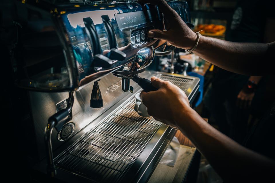 Больше всего пользы можно извлечь из фильтрованного кофе без сахара и сахарозаменителей