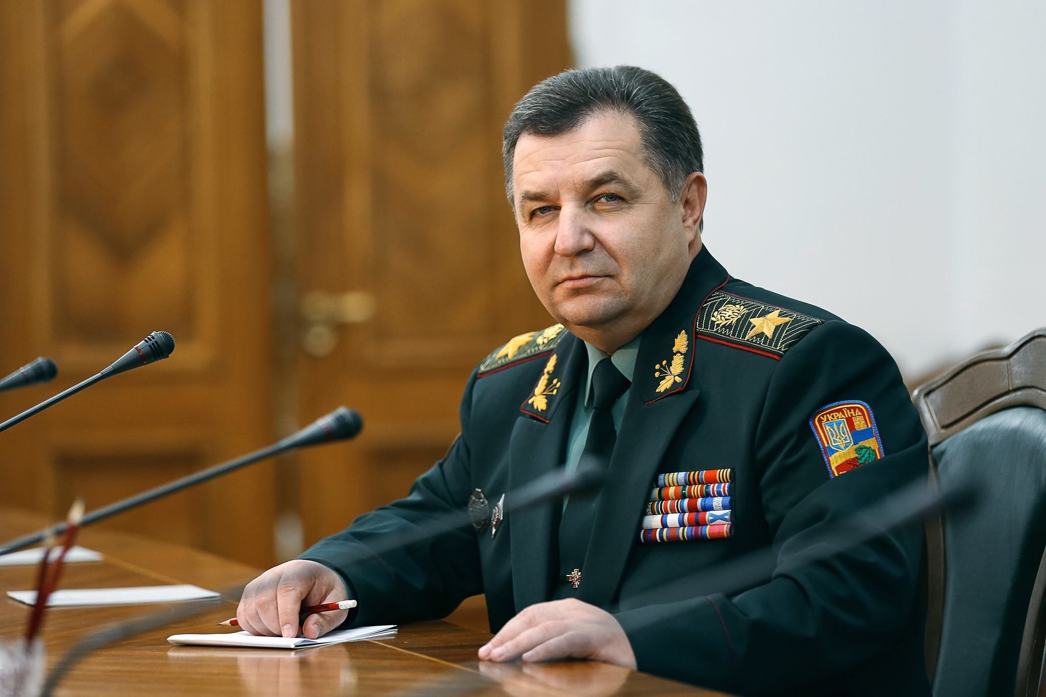 Хоть гражданский, хоть военный глава Минобороны - альтернативы нынешнему министру Степану Полтораку нет