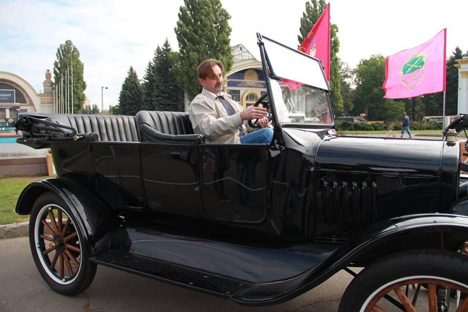 Реставратор из Запорожья Руслан Мисюра в авто Ford Model T 1923 года выпуска