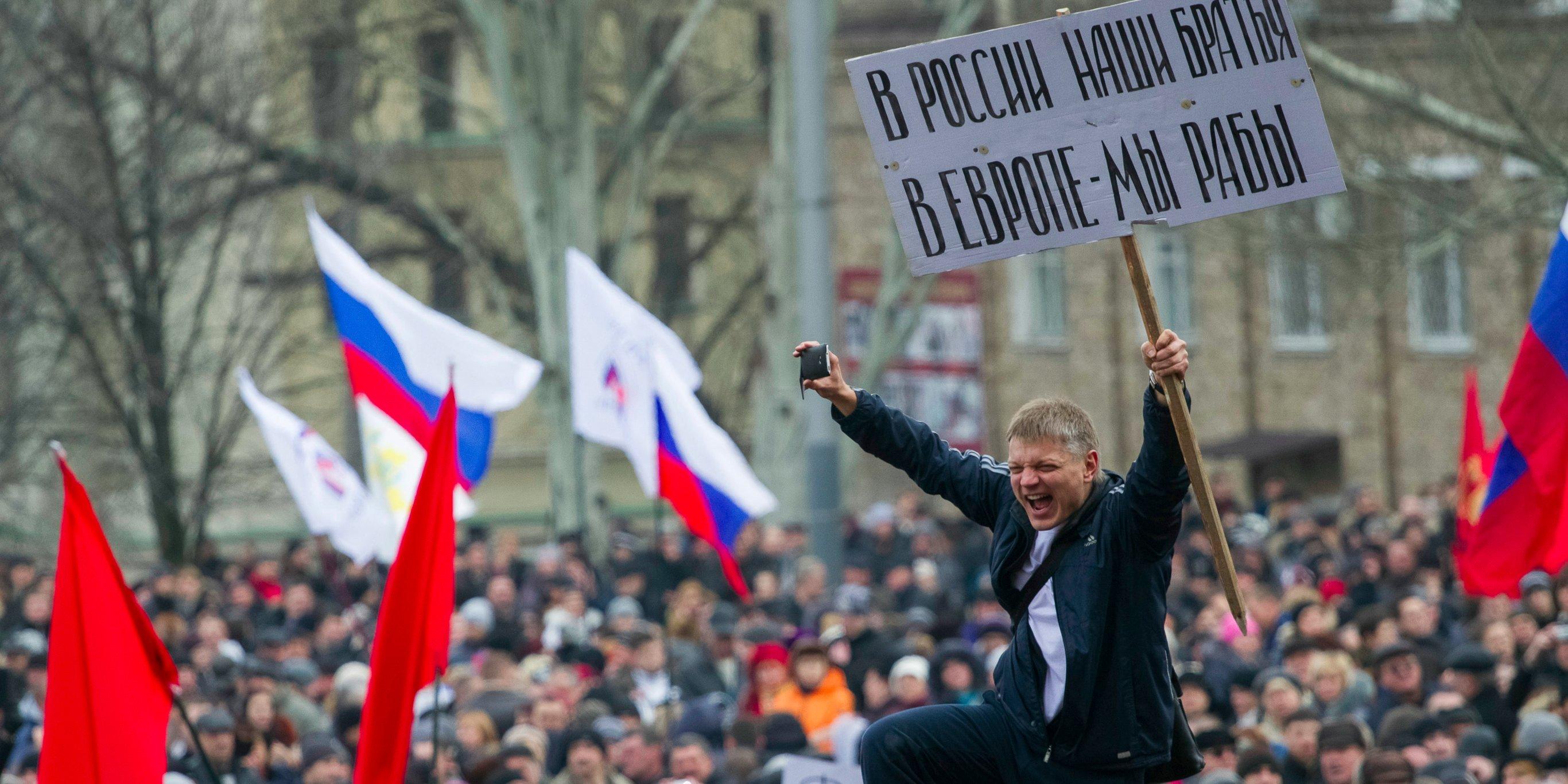 Организация и проведение массовых акций за присоединение регионов Украины к России являются средствами пропаганды, за что авторы законопроекта предлагают ввести уголовную ответственность