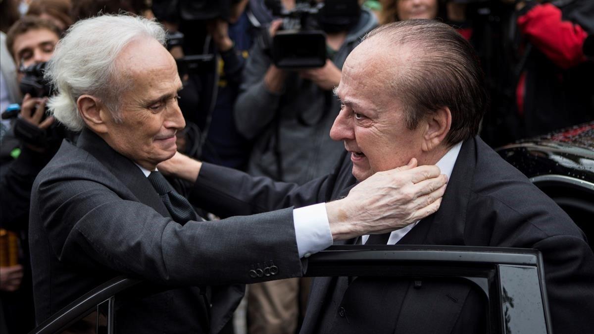 Известный тенор Хосе Каррерас (слева) и муж Монсеррат Кабалье / Фото: El Periodico