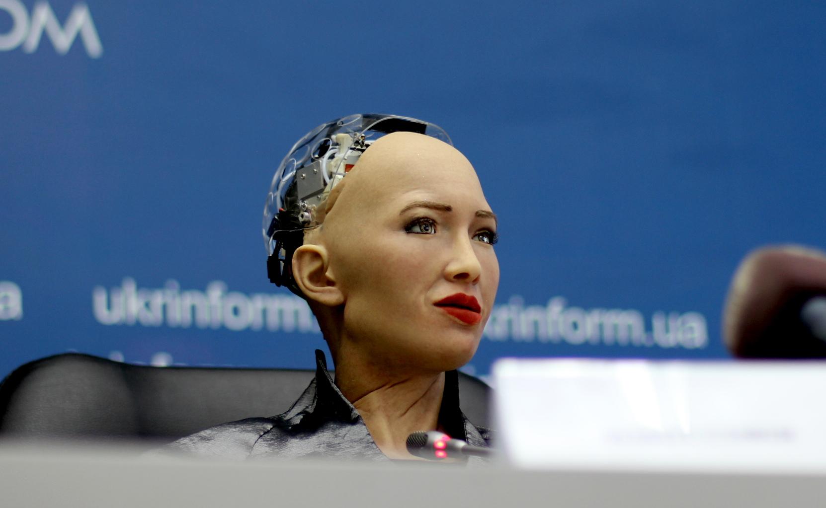 Робот София не умеет мыслить и рассуждать, как человек