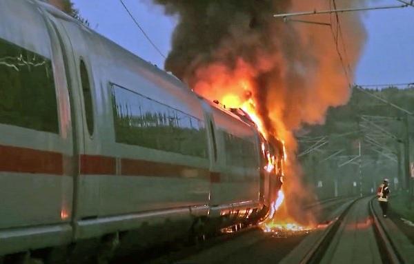 Пожар скоростного поезда в Германии