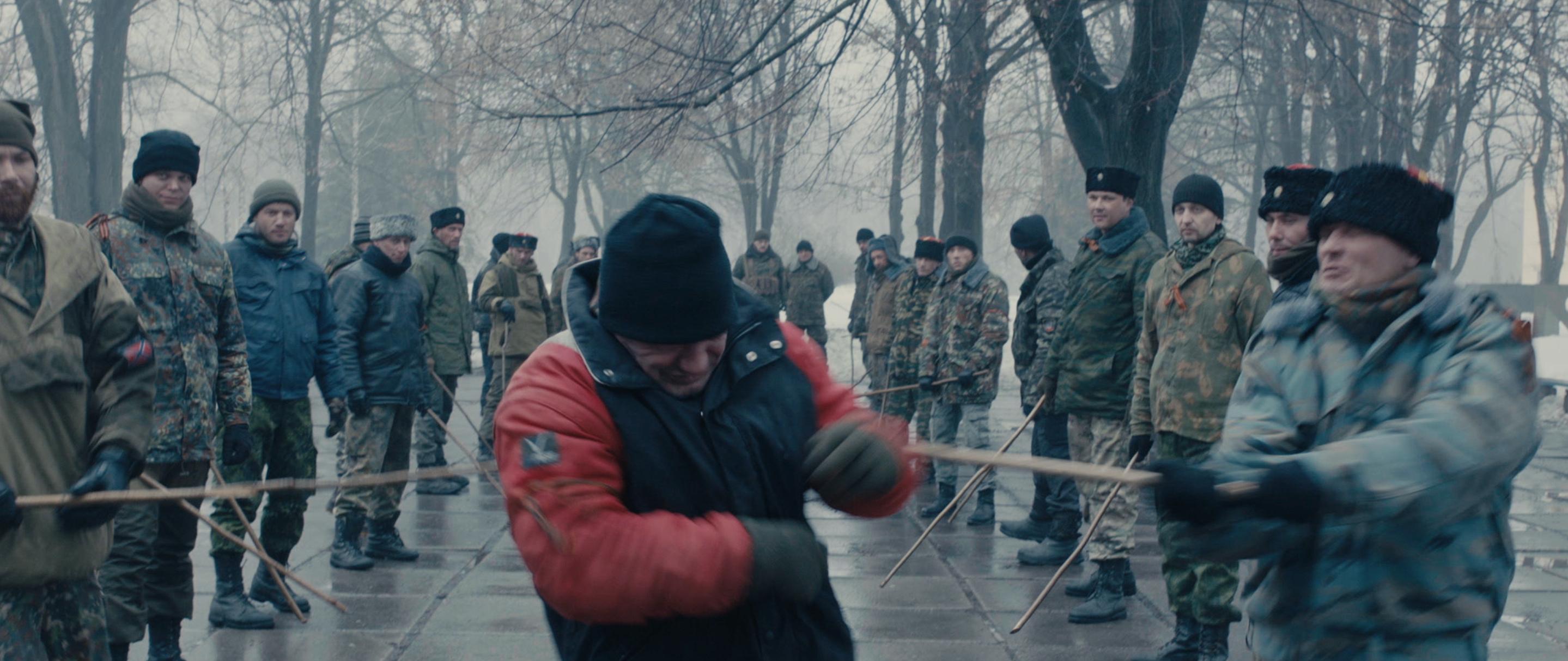 Фильм раскрывает разные аспекты жизни на оккупированном Донбассе в первые годы военного конфликта