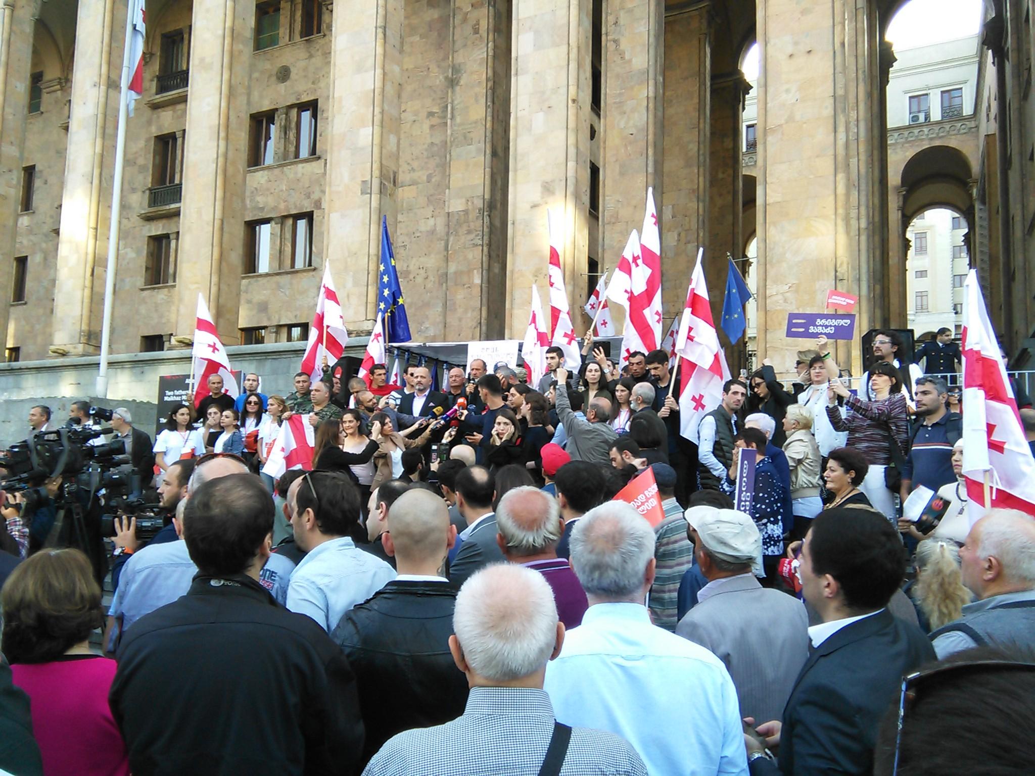 Внимание грузинского общества к выборам пристальное: использование админресурса обернется скандалом, а попытка сфальсицировать результаты голосования – массовыми протестами