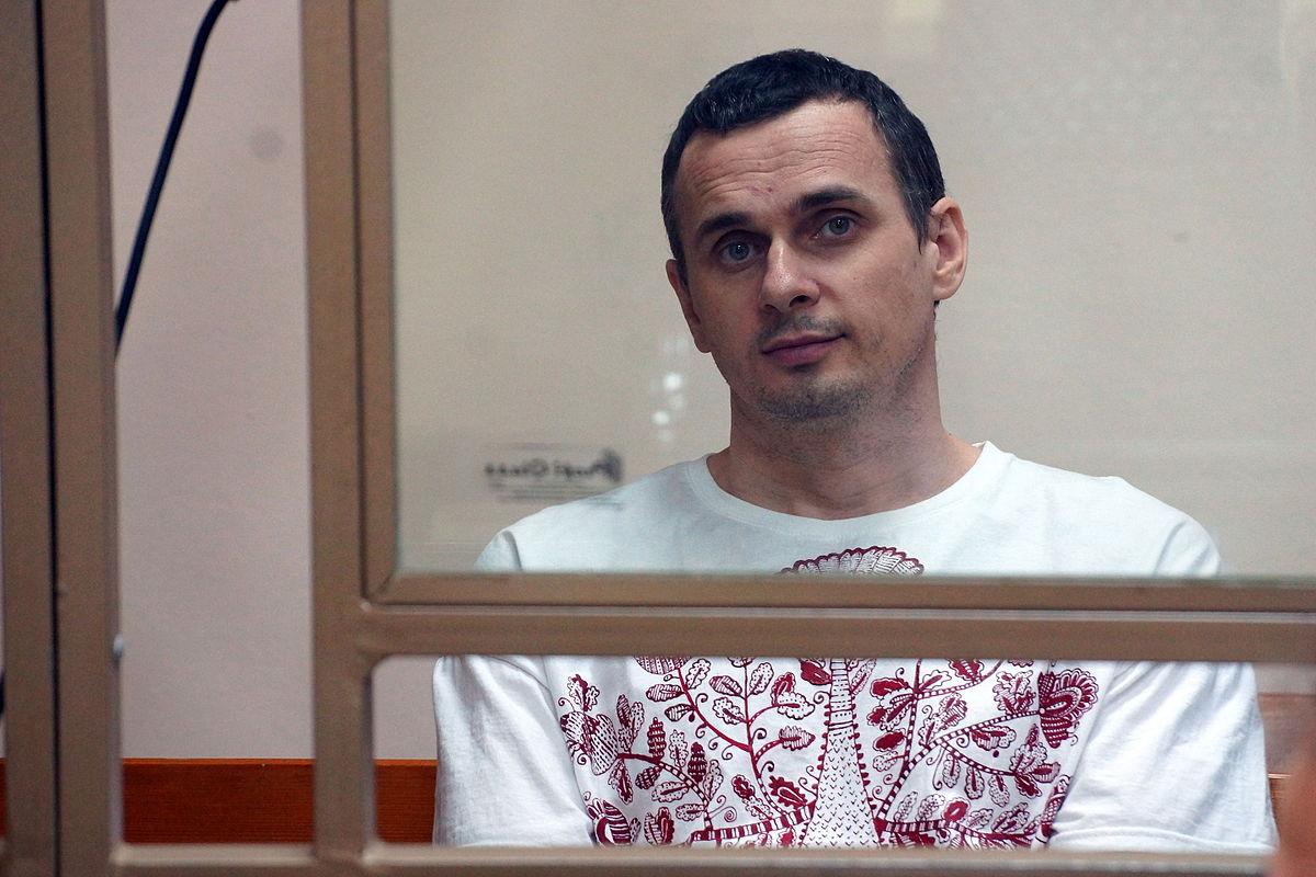 Олег Сенцов называет свою пьесу антиутопией, буффонадой и гротеском