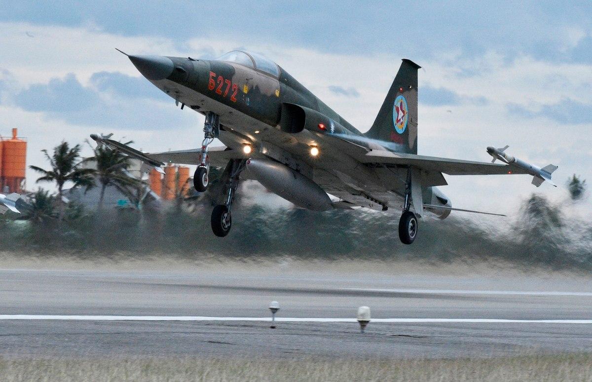 Администрация Трампа одобрила поставки Тайваню запчастей для истрибителей F-16 на 300 млн долл.