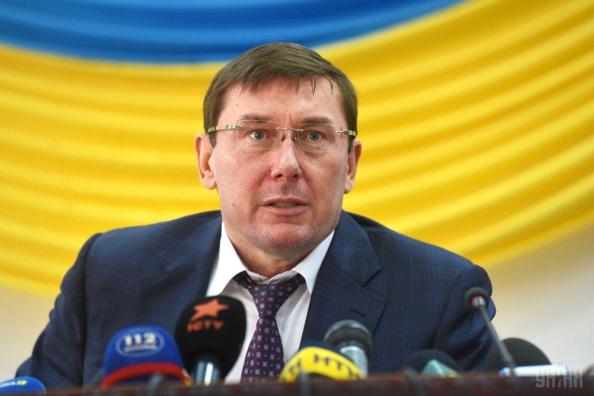 Юрий Луценко, хоть и не вошел в избирательный штаб Порошенко, но у него на посту Генпрокурора свои задачи для победы своего патрона