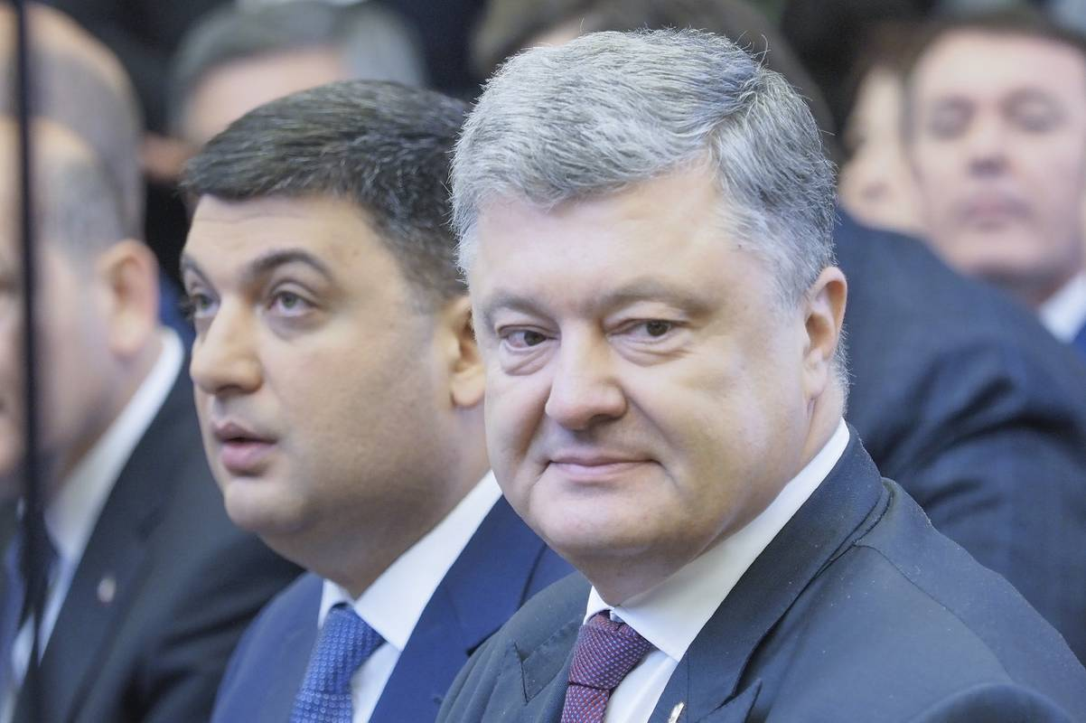 Эксперты не верят, что дело дойдет до отставки правительства Гройсмана. Хотя президент Порошенко для собственного пиара может добиться рассмотрения этого вопроса в Верховной Раде