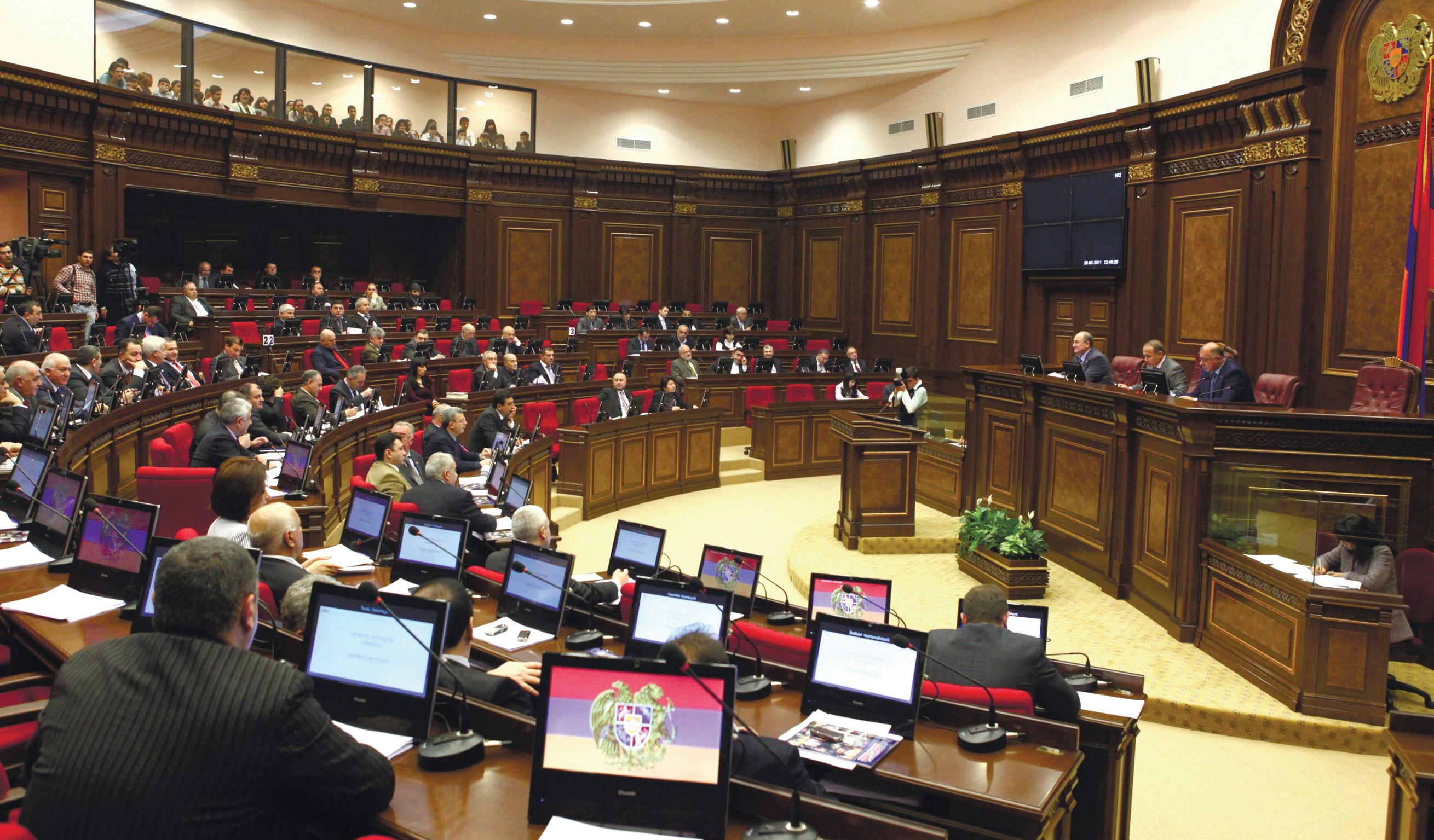 После того, как Национальное собрание Армении дважды не смогло избрать премьер-министра, в стране назначены перевыборы парламента