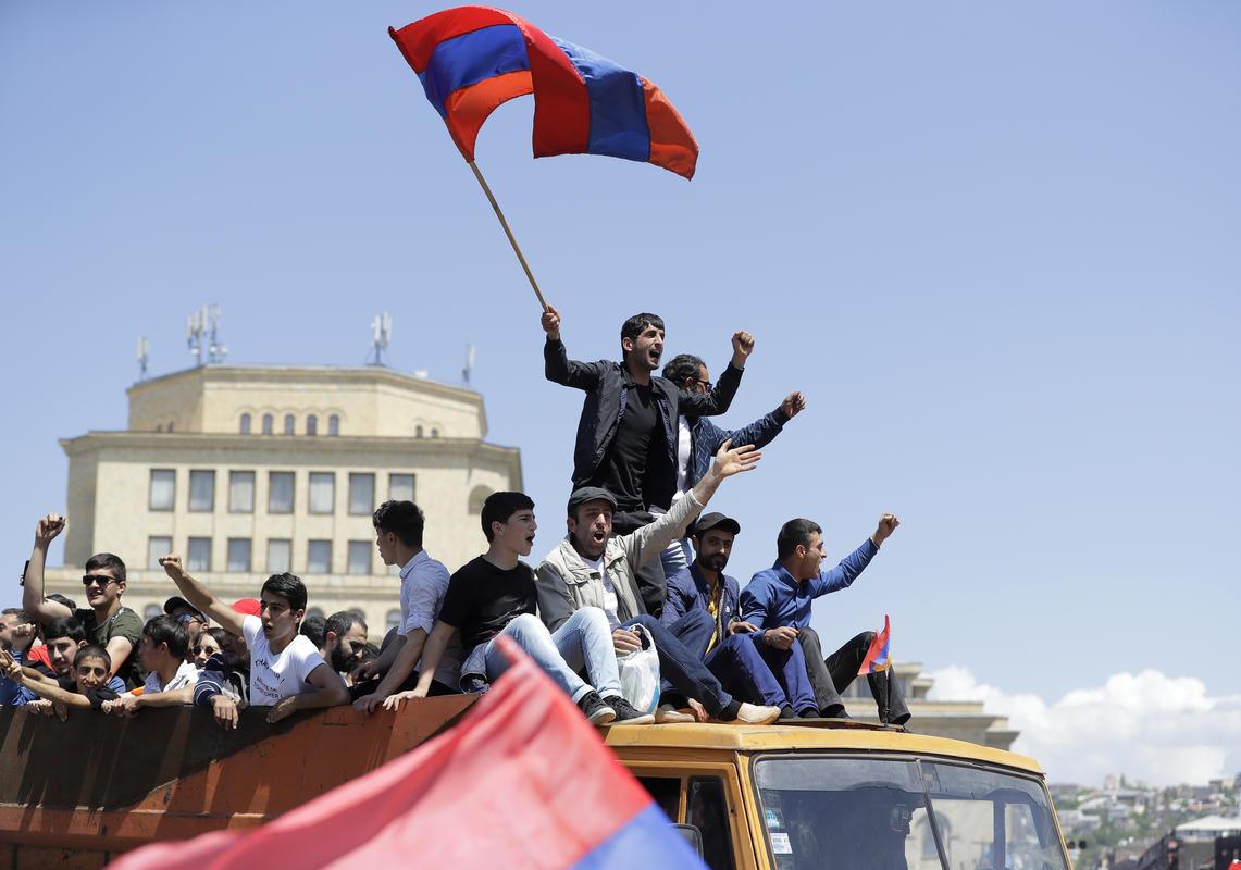 """Смена правящего политического класса в Армении началась с """"Бархатной революции"""" весной 2018-го"""