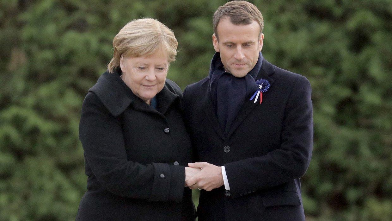 Канцлер Германии Ангела Меркель и президент Франции Эммануэль Макрон на церемении, посвященной 100-летию окончания Первой мировой войны