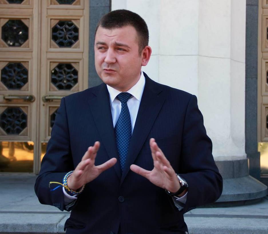 Народный депутат Артем Витко просил суд запретить выборы в ОТГ, назначенные на 28 декабря этого года