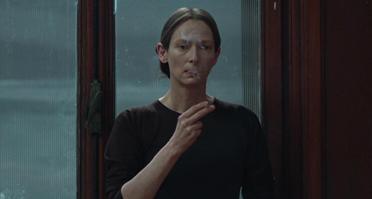 Тильда Суинтон в роли хореографа мадам Бланк. Источник всех фото - IMDB